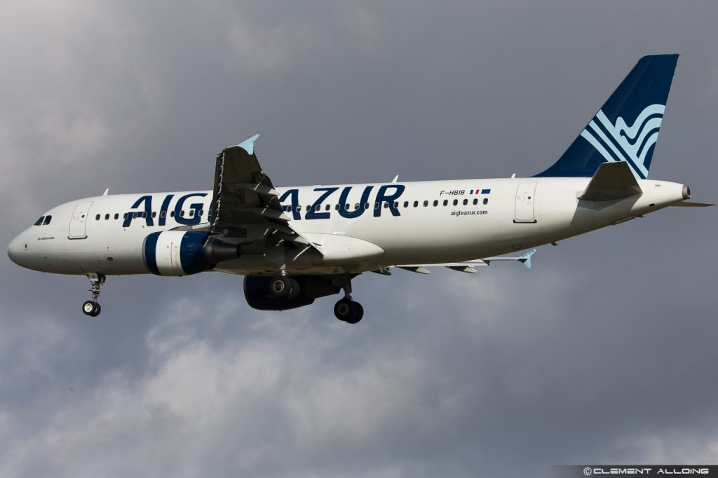 Aigle Azur Airbus A320-214 cn 3289 F-HBIB par Clément Alloing sous (CC BY-NC-ND 2.0) https://www.flickr.com/photos/bycac/12365657763/ https://creativecommons.org/licenses/by-nc-nd/2.0/