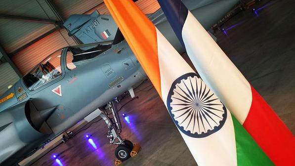 Cérémonie de livraison des deux premiers Mirage 2000 I/TI aux autorités indiennes, à Istres le 25 mars 2015. © Dassault Aviation