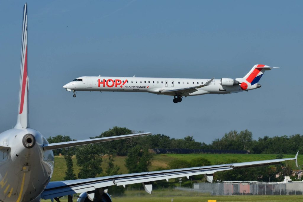 """Canadair Bombardier CRJ-1000 Hop! (HOP) F-HMLC - MSN 19006 (9655085103)"" by Laurent ERRERA from L'Union, France - Canadair/Bombardier CRJ-1000 Hop! (HOP) F-HMLC - MSN 19006Uploaded by russavia. Licensed under CC BY-SA 2.0 via Wikimedia Commons."