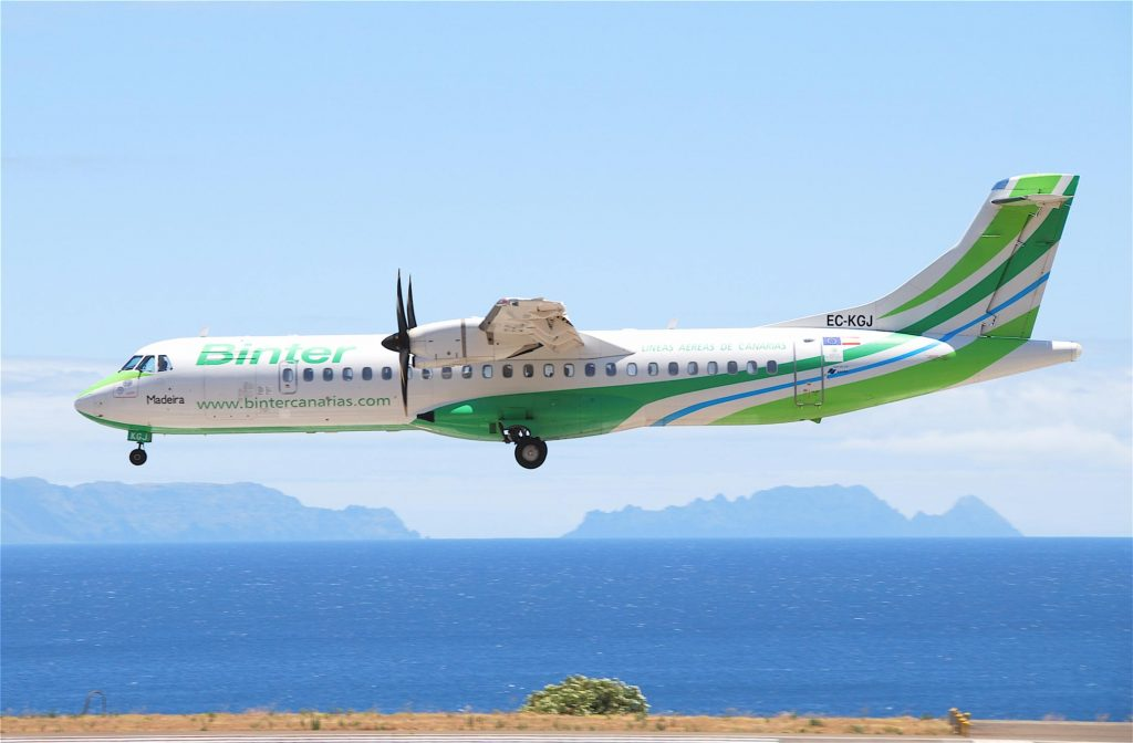 """Binter Canarias ATR 72-500; EC-KGJ@FNC;12.07.2011 607aw (5940054460)"" by Aero Icarus from Zürich, Switzerland - Binter Canarias ATR 72-500; EC-KGJ@FNC;12.07.2011/607awUploaded by russavia. Licensed under CC BY-SA 2.0 via Wikimedia Commons."