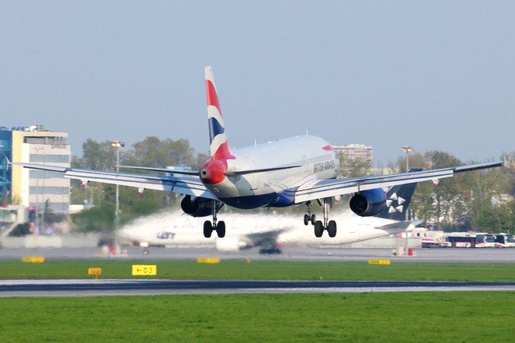 """Airbus A320-232 G-EUUM British Airways (3469107733)"" by Kuba Bożanowski from Warsaw, Poland - Airbus A320-232 G-EUUM British Airways. Licensed under CC BY 2.0 via Wikimedia Commons."