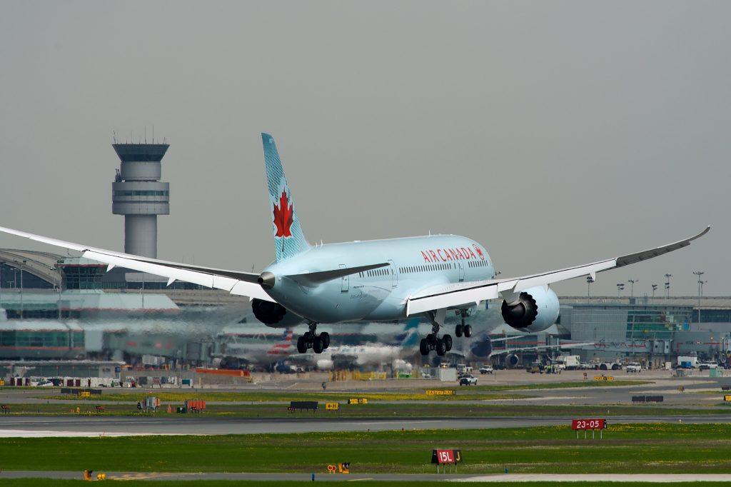 Air Canada Boeing 787-8 C-GHPQ (2) par BriYYZ sous (CC BY-SA 2.0)