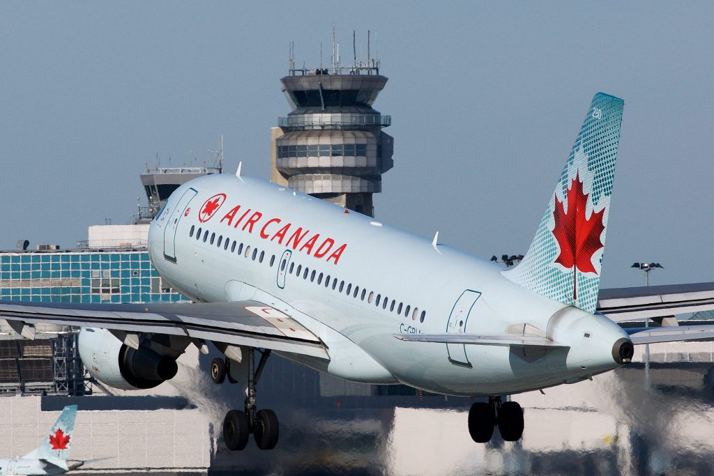 Air Canada Airbus A319-100 C-GBIA par BriYYZ sous (CC BY-SA 2.0) https://www.flickr.com/photos/bribri/23667086809/