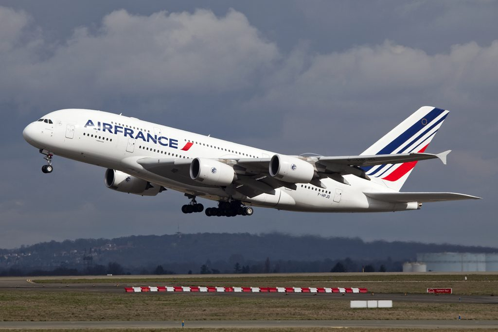 F-HPJD A380 Air France par Maarten Visser sous (CC BY-SA 2.0) https://www.flickr.com/photos/44939325@N02/6859482638/