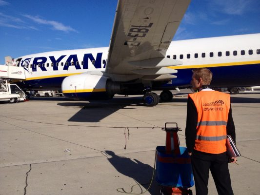 Voyage Ryanair (FR) par jean-louis Zimmermann sous (CC BY 2.0) https://www.flickr.com/photos/jeanlouis_zimmermann/10469847145/in/photostream/ https://creativecommons.org/licenses/by/2.0/