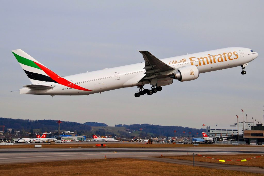Emirates Boeing 777-300ER; A6-ECA@ZRH;18.03.2010/567ak par Aero Icarus sous (CC BY-SA 2.0) https://www.flickr.com/photos/aero_icarus/4443481397/ https://creativecommons.org/licenses/by-sa/2.0/