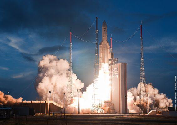 Décollage du lanceur Ariane 5 ECA, vol 209 © CNES/ESA/Arianespace/Optique Vidéo CSG, 2012