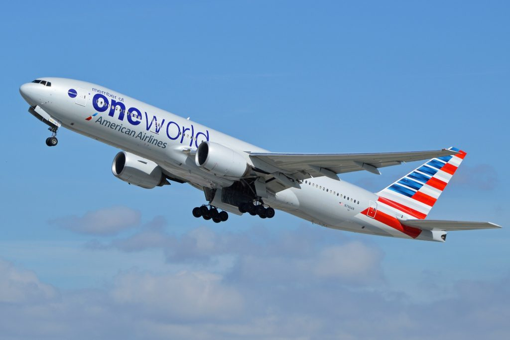 Boeing 777-223ER 'N796AN' American Airlines par Alan Wilson sous (CC BY-SA 2.0) https://www.flickr.com/photos/ajw1970/14067564169/ https://creativecommons.org/licenses/by-sa/2.0/