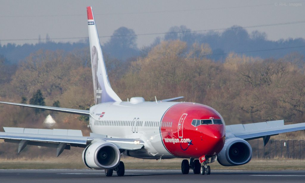 Norwegian B737-8JP LN-NGJ par Aero Pixels sous (CC BY-SA 2.0) https://www.flickr.com/photos/levien66/8599717457/ https://creativecommons.org/licenses/by-sa/2.0/