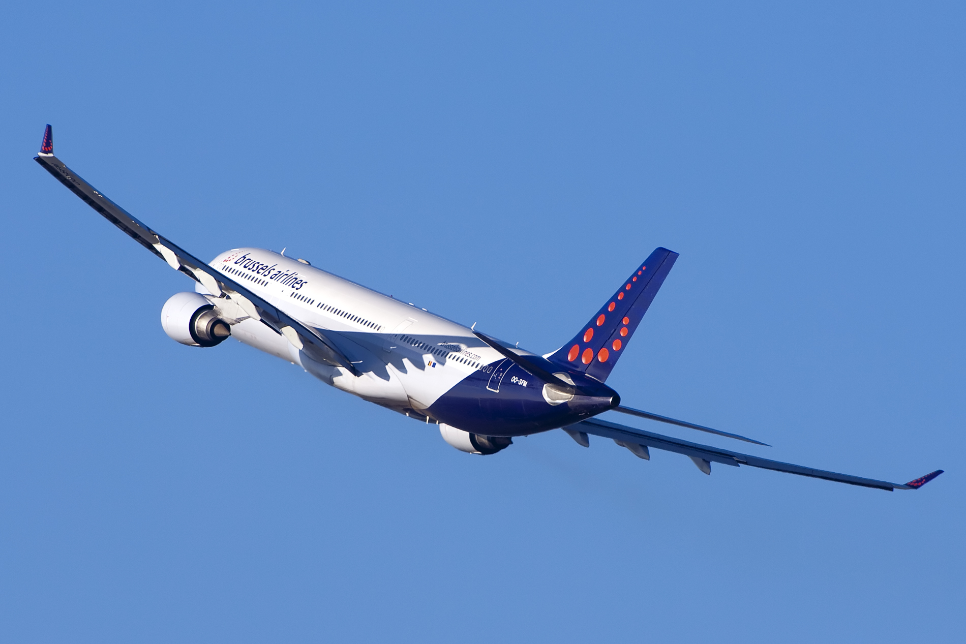 OO-SFM A330 Brussels Airlines par Maarten Visser sous (CC BY-SA 2.0) https://www.flickr.com/photos/44939325@N02/6795361781/ https://creativecommons.org/licenses/by-sa/2.0/
