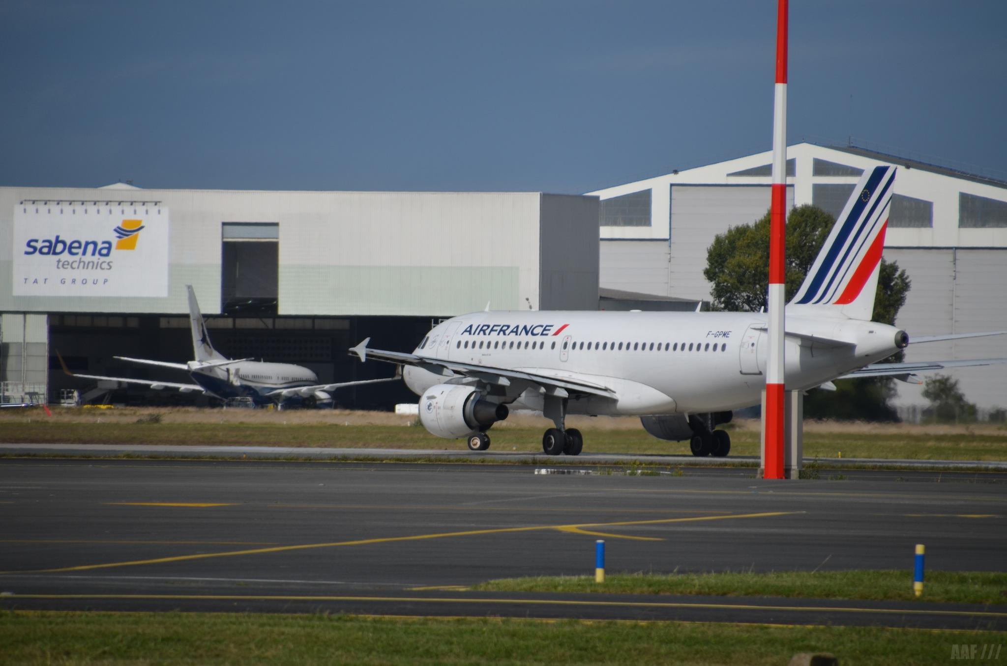 A320 Air France qui s'aligne sur la piste 23 à Bordeaux-Mérignac