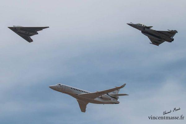 Patrouille Dassault Aviation : nEUROn, Falcon 8X, Rafale - ©Vincent Massé – Tous droits réservés