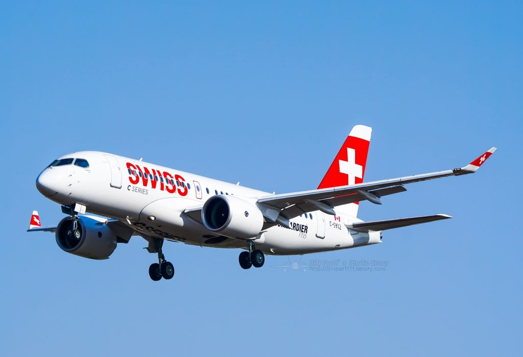 Swiss International Airlines(Bombardier) Bombardier CSeries CS100 (BD-500-1A10) C-GWXZ par DAIHYUN JI Suivre sous (CC BY-ND 2.0) https://www.flickr.com/photos/96445405@N05/25122374246/ https://creativecommons.org/licenses/by-nd/2.0/