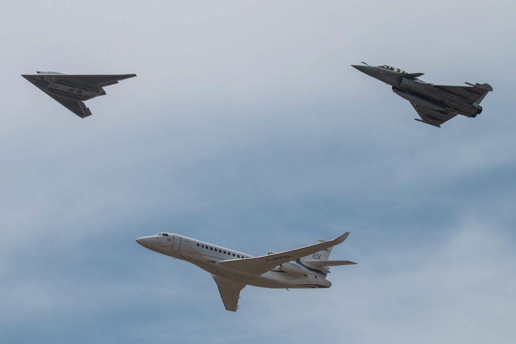 Patrouille Dassault Aviation : EUROn, Falcon 8X et Rafale - ©Vincent Massé – Tous droits réservés