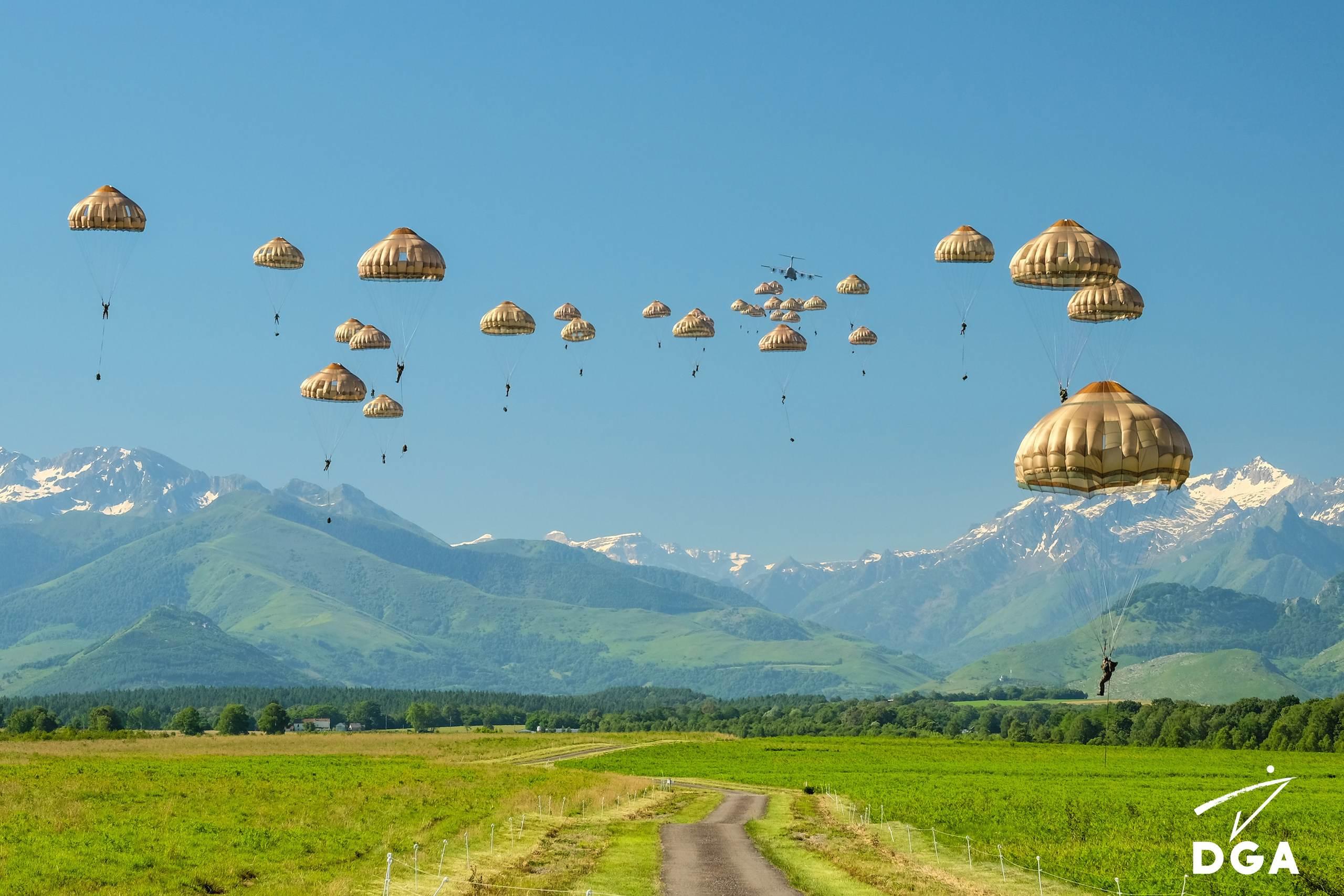 Parachutage depuis l'A400M à Tarbes