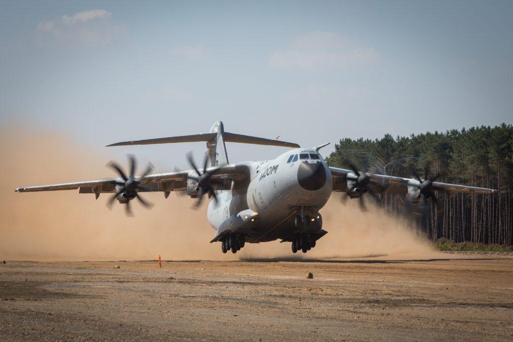 A400M piste sable - Airbus defense & space
