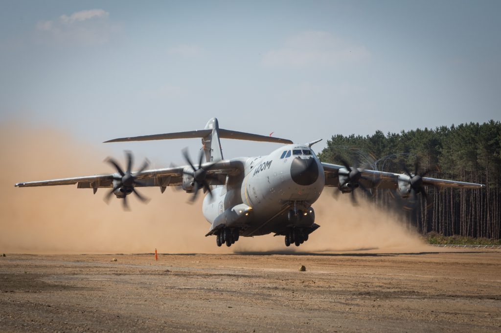A400M piste sable - Airbus defense & space