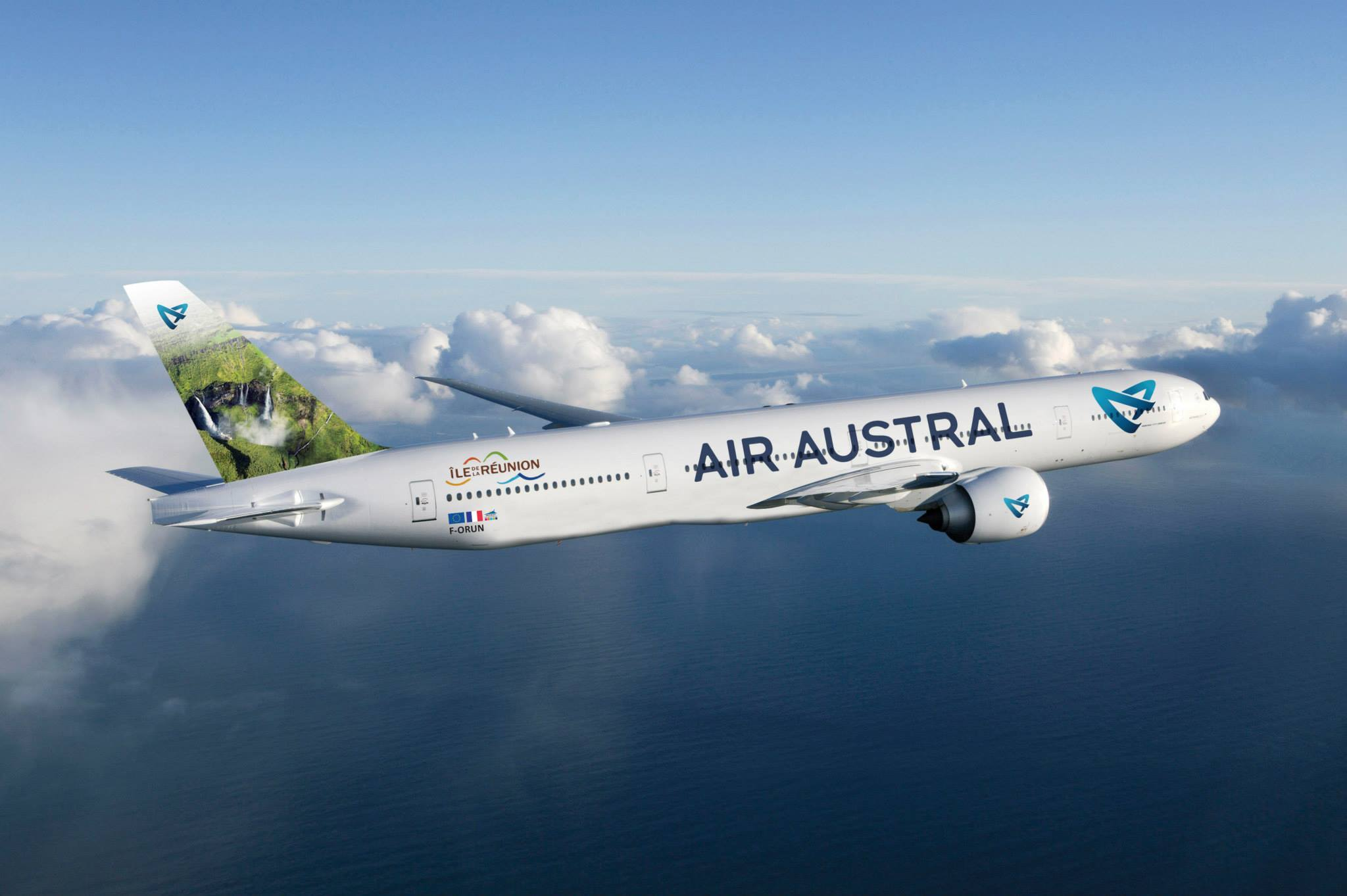 Air austral reprise des vols directs marseille la for Interieur boeing 777 300er air france