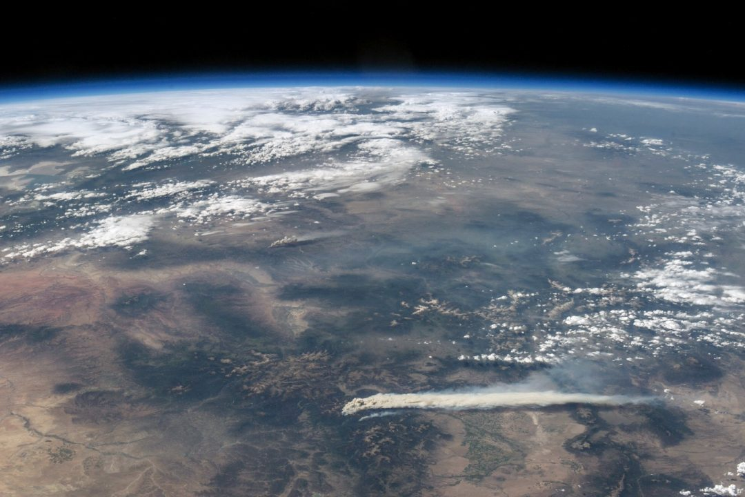 Astronaut View of Fires in Colorado par NASA Goddard Space Flight Center sous (CC BY 2.0)