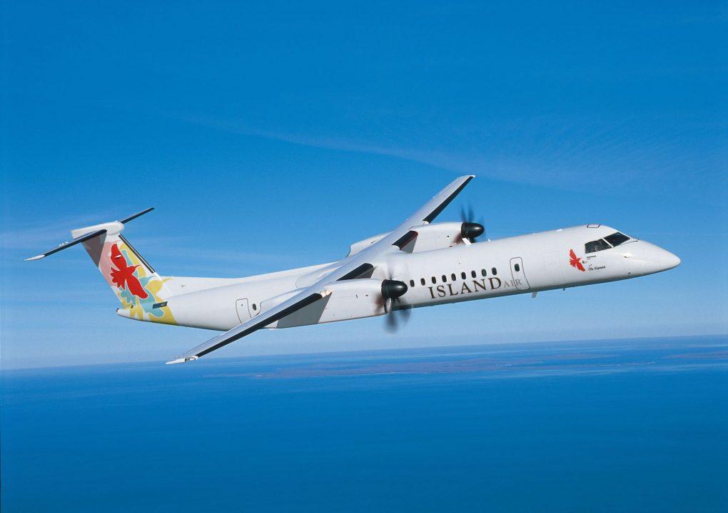 L'avion Q400 arborant les couleurs d'Island Air