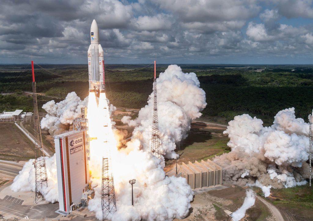 Lancement de la fusée Ariane 5 à Kourou