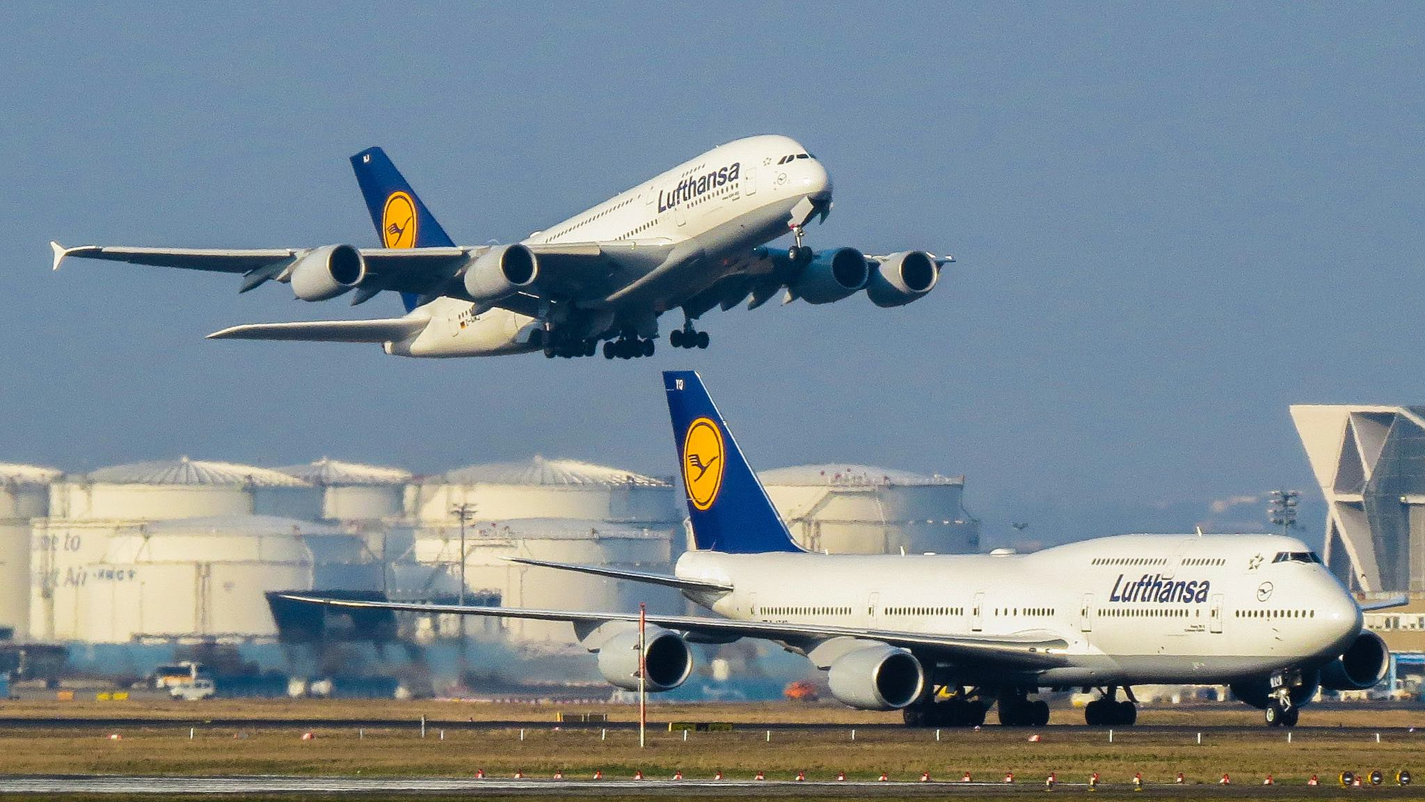 Lufthansa Airbus A380 and Boeing 747