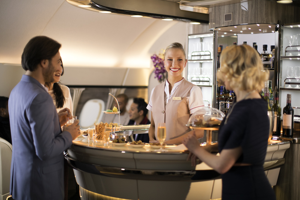 Bar lounge à bord de l'Airbus A380 EMIRATES