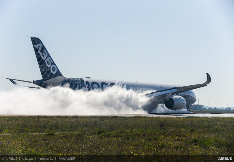 A350-1000 test surface inondée à Istre - Avril 2017