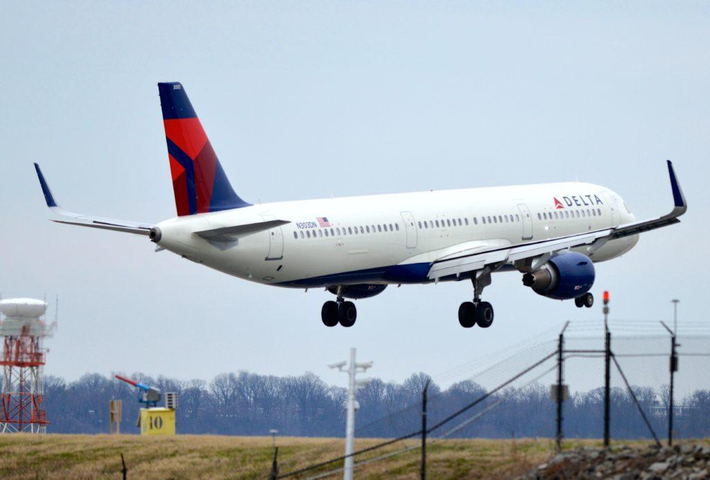 Delta Airbus A321, N303DN