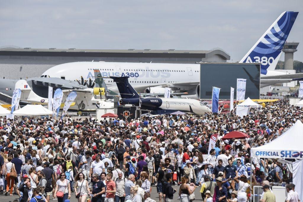 Foule de visiteur, avion Airbus A380 52eme Salon