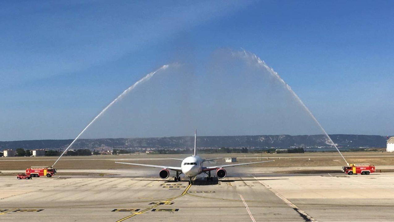 arrivée à Marseille du Boeing 767 d'Air Canada Rouge