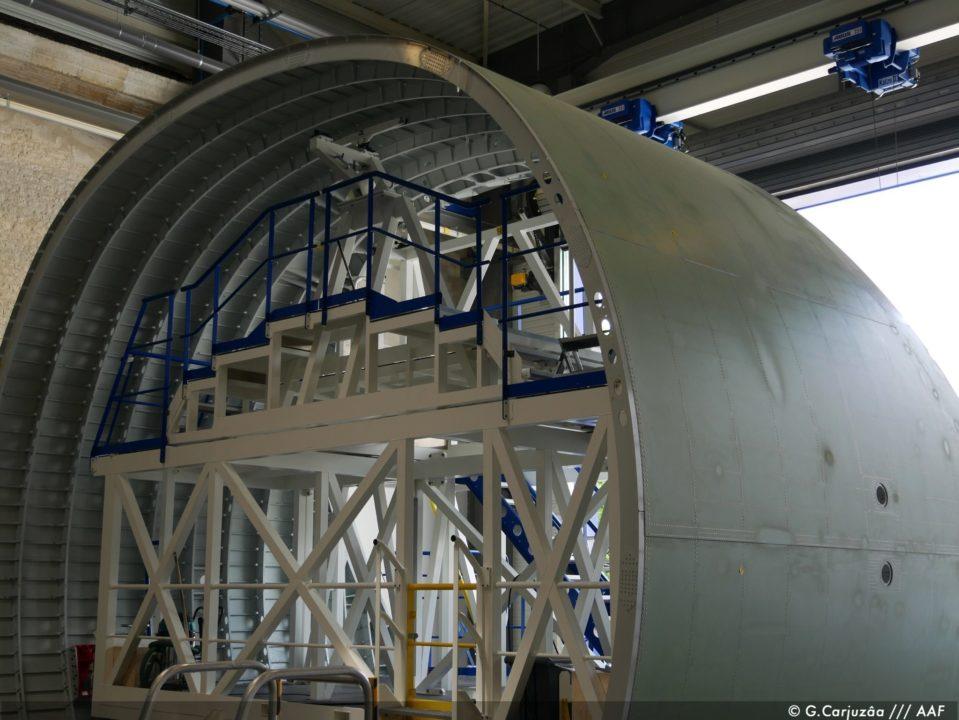 Fuselage Supérieur Avant ou encadrement de la porte cargo du tout premier BelugaXL