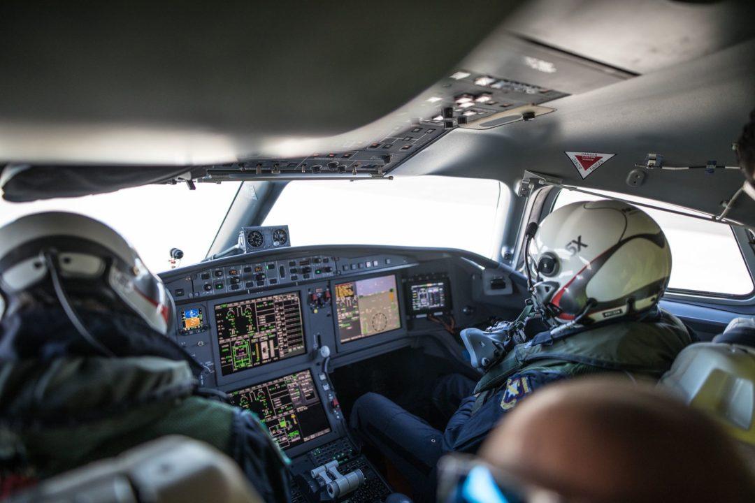 Dans le cockpit du Falcon 5X au roulage.