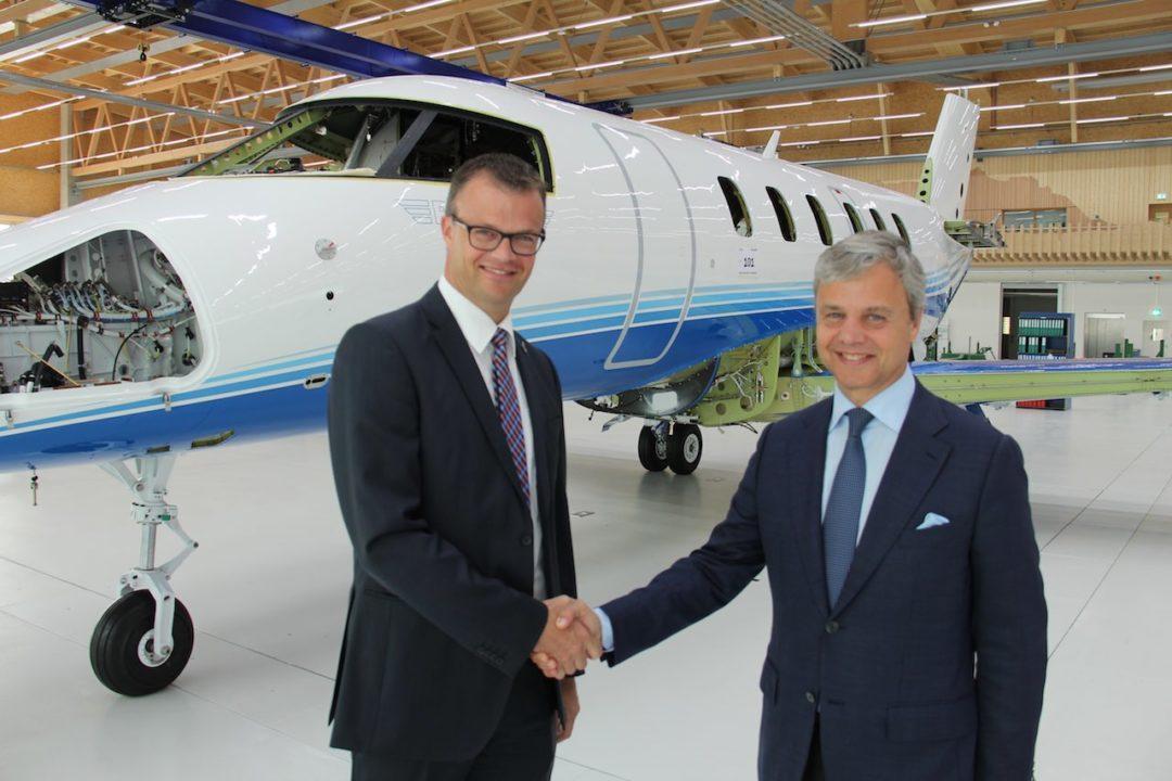 George Antoniadis, président de PlaneSense et André Zimmermann de Pilatus Aircraft