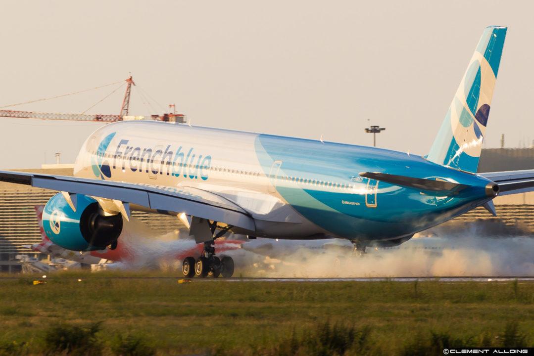 Touché de roue à Toulouse de l'A350-900 Fench blue F-HREU