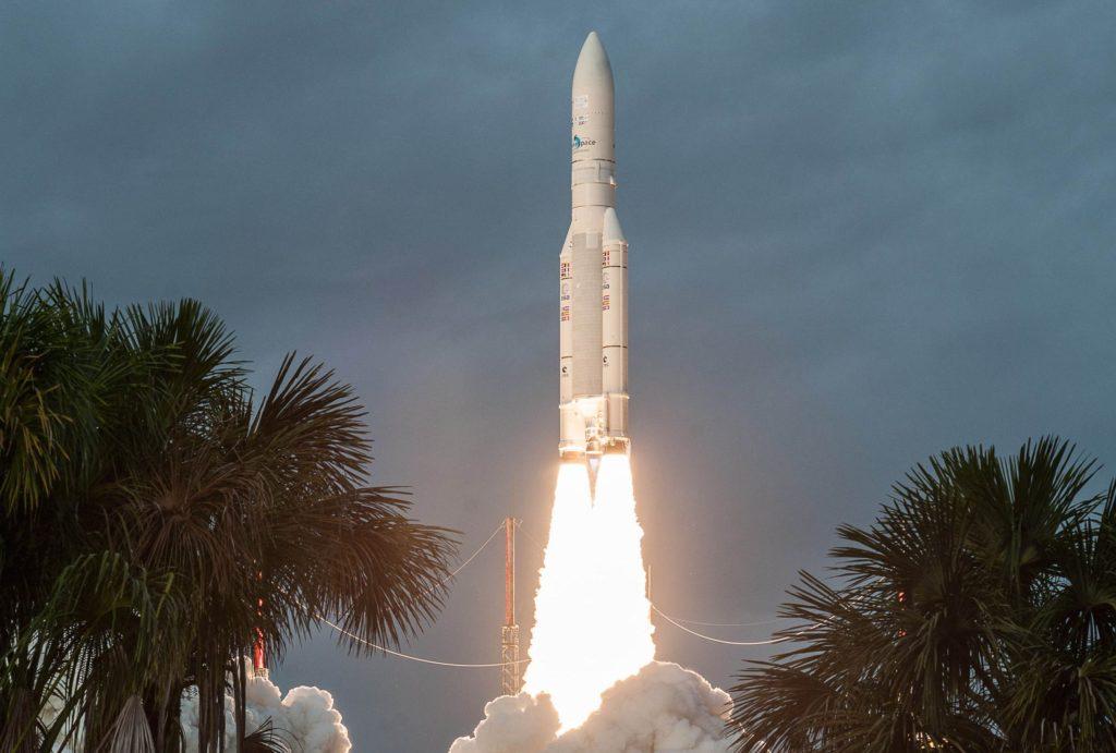 le lanceur lourd ARIANE 5 au décollage
