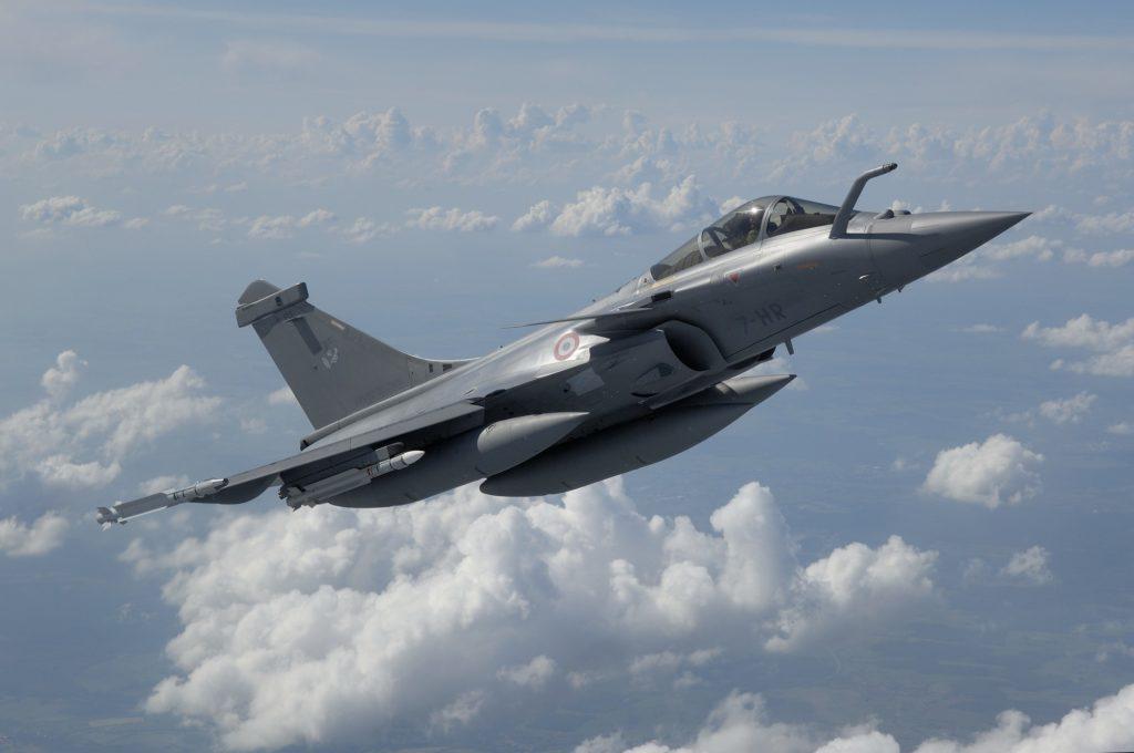"""Rafale en configuration """"Air-Air"""" (6 MICA + 3 réservoirs supersoniques de 1250L)"""