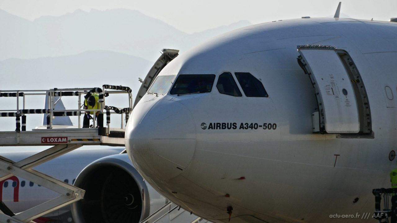 Avion au parking à Tarbes