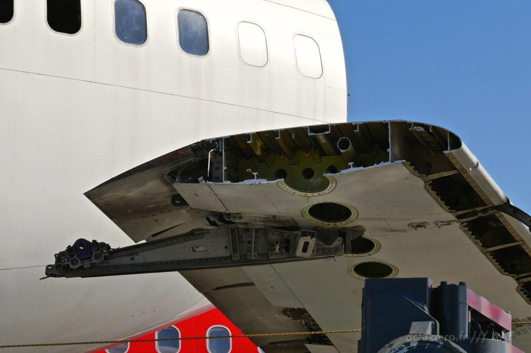Découpe d'une aile d'Airbus A320 à Tarbes