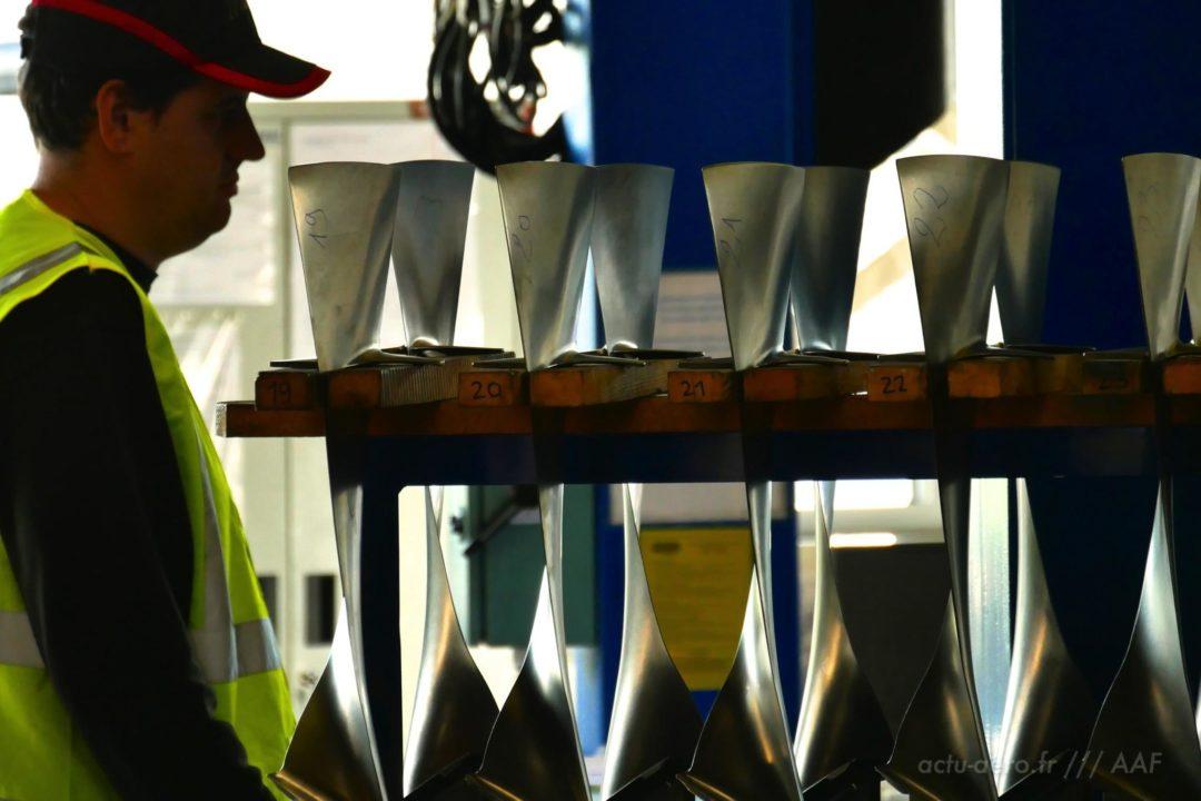 aubes de soufflante d'un moteur CFM56 dans l'atelier de Tarbes