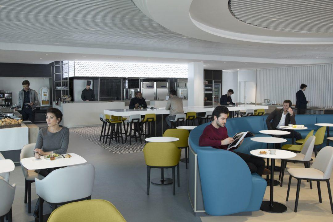 Espace restauration inspiré d'une brasserie parisienne