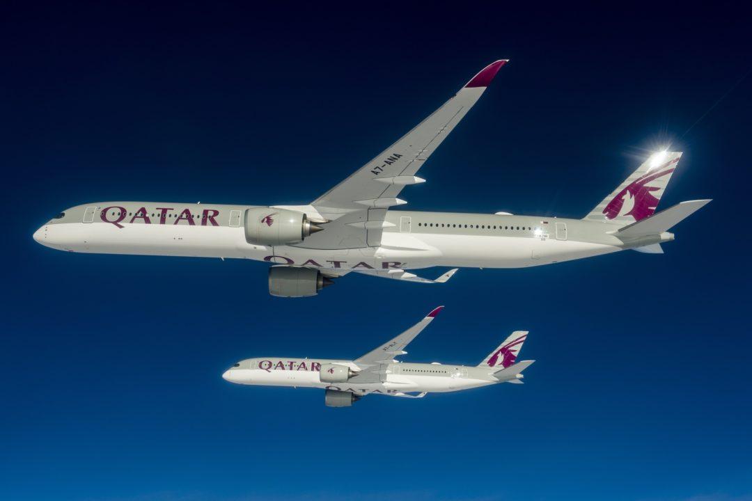 1er A350-1000 Qatar Airways en vol avec un modèle A350-900