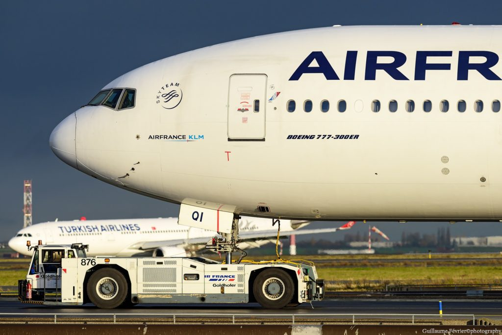 B777 Air France au tractage