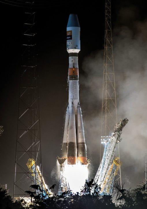 Décollage de nuit du lanceur Soyuz