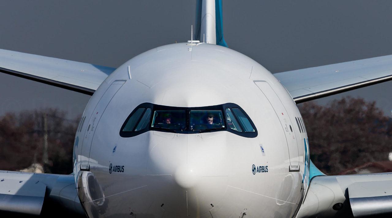 Le dernier née de Airbus le A330neo et aussi mon avion préféré. C'est une très belle machine tellement belle en face a face