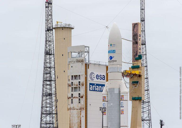 Ariane 5 dans la zone de lancement ELA-3