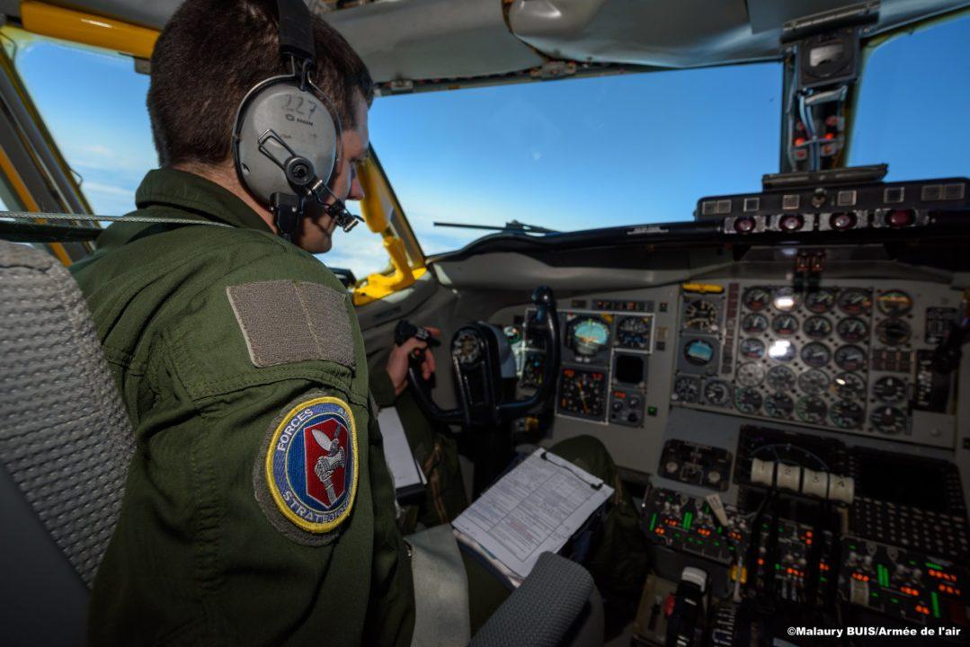 Cockpit du C-135 durant la mission de convoyage des Rafale M