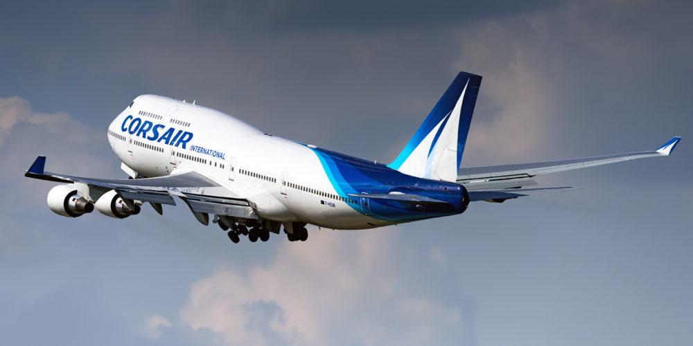 «The queen of the skies» tel est le nom du Boeing 747, ici le F-HSUN est oppéré par Corsair International. A noter que les immatriculations de cette compagnie sont plutôt originales (f-hSEA, f-hSEX (parti à la retraite), f-hSUN, f-hZEN, f-hSKY,,,)