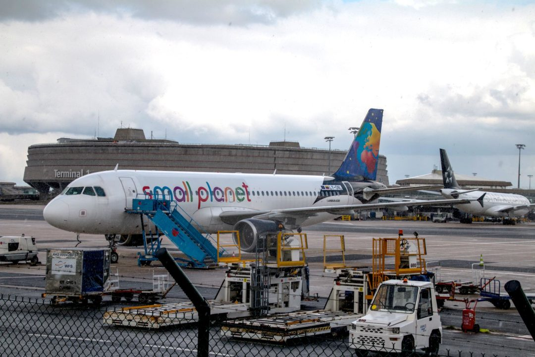 A320 Small Planet Airlines sous la neige