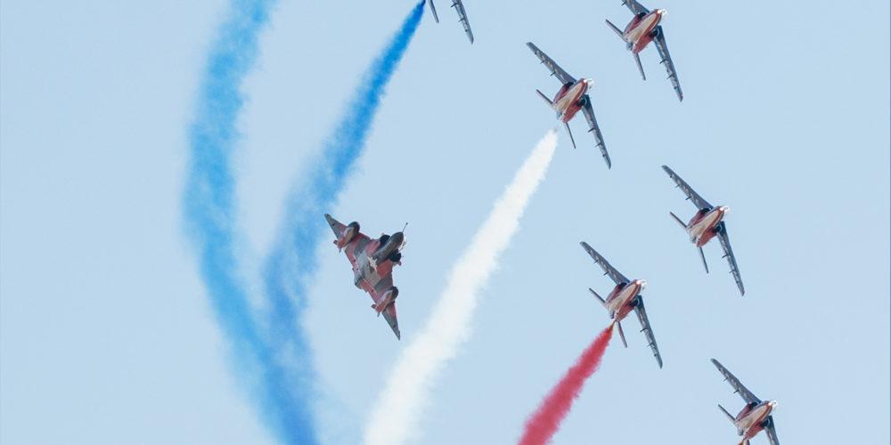 La PAF, les Couteaux Delta et un Mirage 2000 N en formation